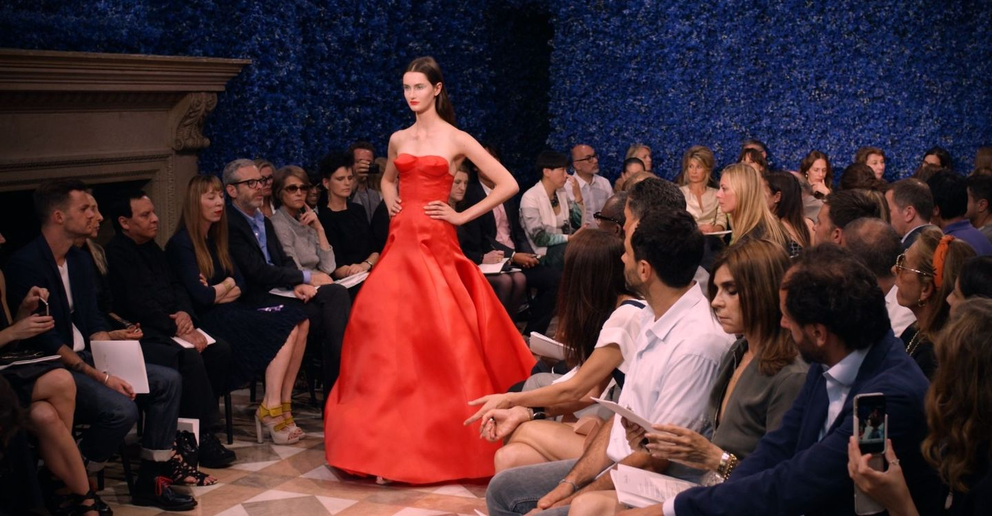A SNEAK PEEK OF THE REAL FASHION INDUSTRY, THE ... - YouTube