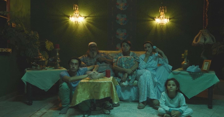 ستة شبابيك في الصحراء