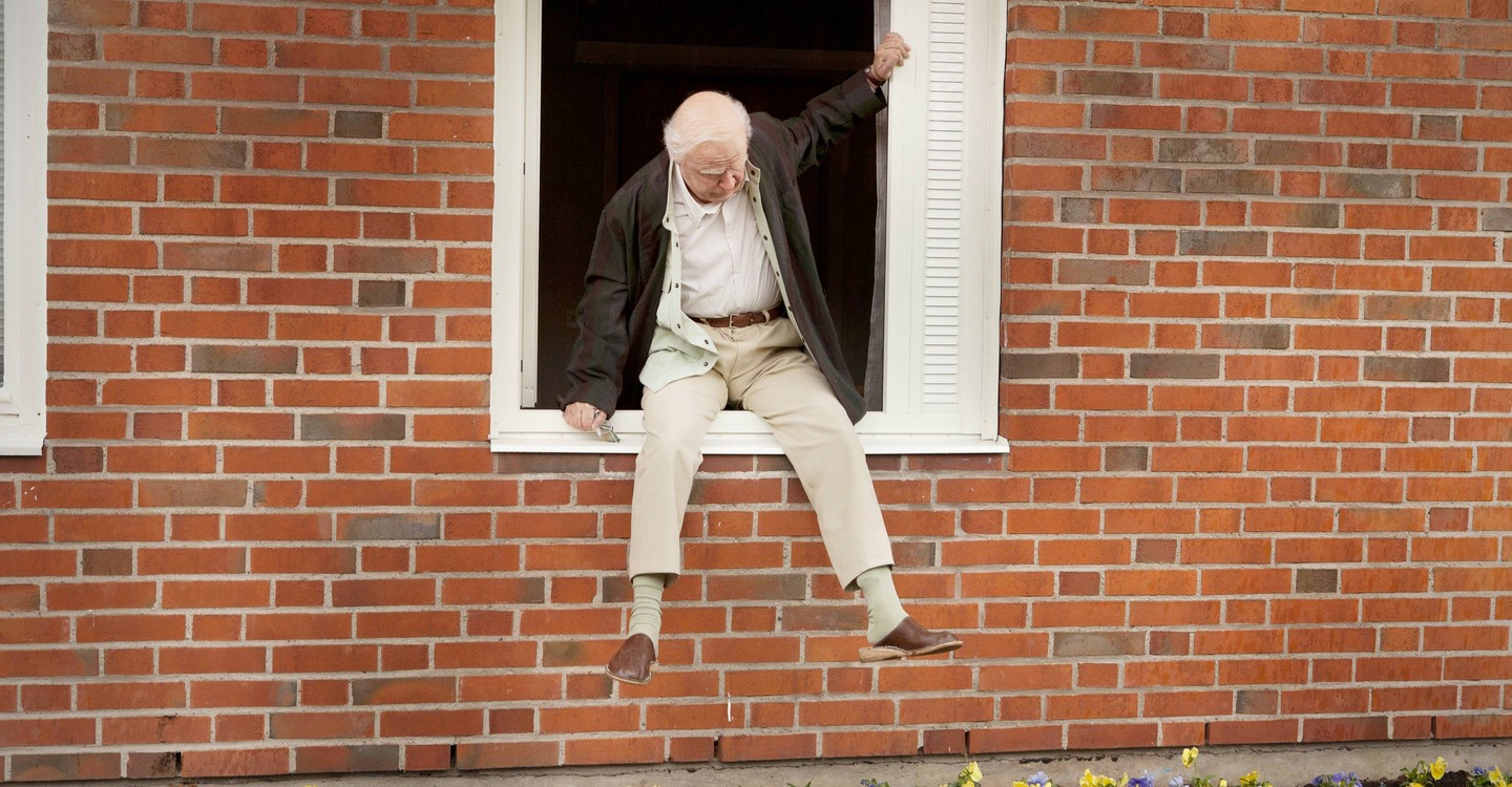 The 100 Year-Old Man Who Climbed Out the Window and Disappeared backdrop 1